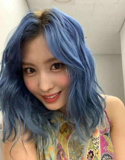 モモ 青髪